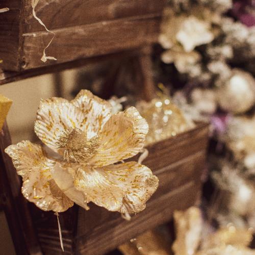 Новогодний декоративный цветок