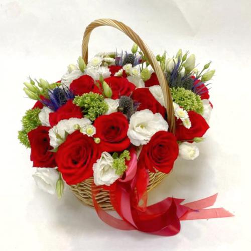 Корзинка с алыми розами «Страсть»