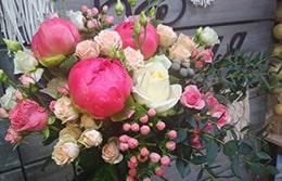 Как правильно выбрать цветы на выпускной?