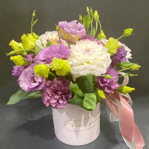 Цветочная композиция «Фиолетовое настроение» в фирменной коробке